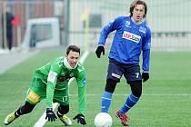 Jan Vošahlík padá k zemi během zápasu o bronz s Ústím and Labem.