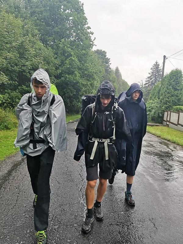 Momentky z pětisetkilometrového pochodu jabloneckých Trail Brothers.