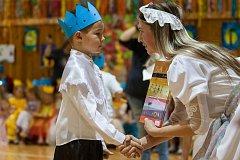 Slavnost slabikáře, tradiční slavnost nových prvňáčků, proběhla 14. listopadu na Základní Škole Liberecká v Jablonci nad Nisou. Na snímku je slavnostní předávání slabikářů prvňákům.