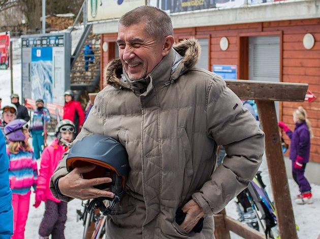 Andrej Babiš navštívil 1. března 2017 Harrachov a Rokytnici nad Jizerou, zavítal do vybraných obchodů se sportovním vybavením a do lyžařského areálu. Návštěva proběhla při příležitosti zahájení druhé vlny EET pro maloobchod a velkoobchod.