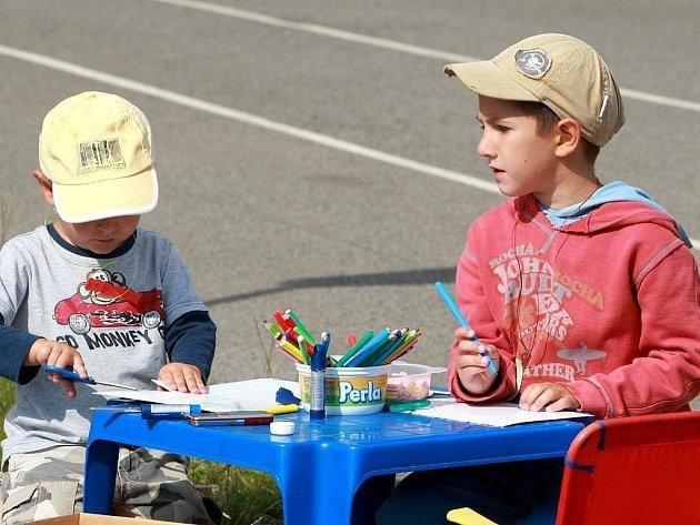 30. srpna uspořádalo mateřské centrum Jablíčko ve spolupráci s městem Jablonec nad Nisou Rozloučení s prázdninami, odpoledne plné her a zábavy pro děti, tentokrát ekologicky zaměřené.