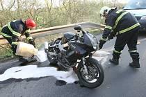 Ilustrační snímek z nehody motocyklu na Lovosicku.