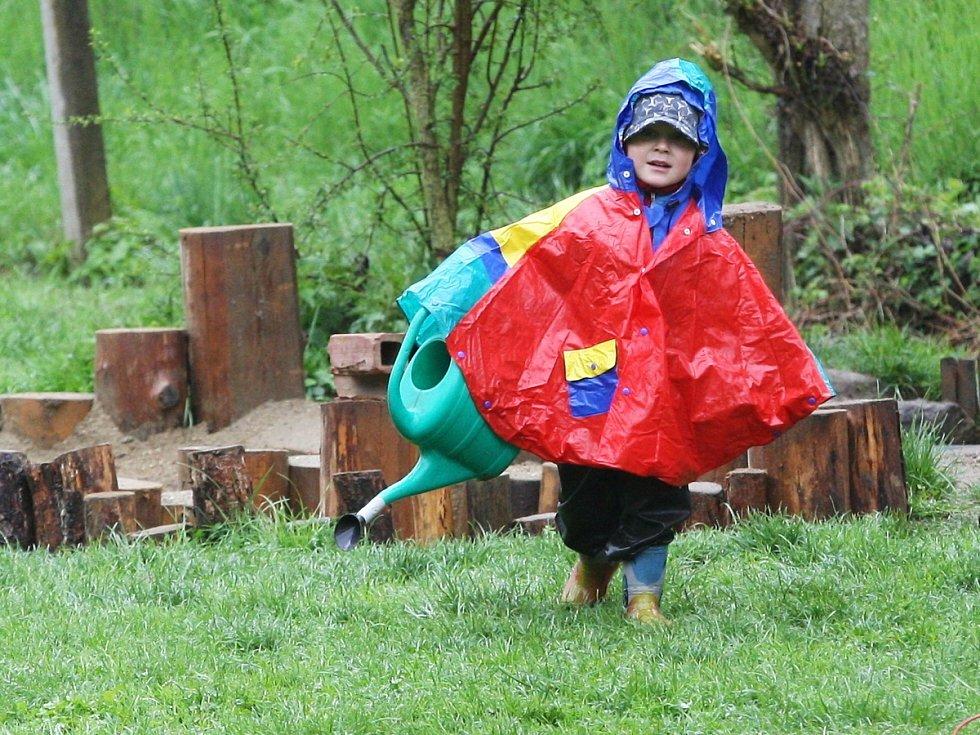 V lesních školkách mají děti blízko k přírodě