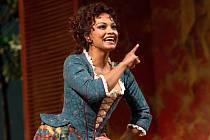 Danielle de Niese (na fotografii). Mozartovu komediální operu Così fan tutte (Takové jsou všechny) bude dirigovat legendární ikona Met, maestro James Levine.