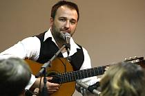 Kytarista Jan-Matěj Rak.