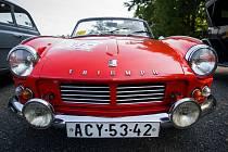 Soutěž veteránů, Alfavaria Oldies, odstartovala v sobotu 24. června v Liberci. Na snímku automobil Triumph.