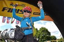 BLANKA NEDVĚDICKÁ se jako první žena prohnala 15. července cílem, o dvě hodiny porazila Katarínou Ludvíkovou, která startovala v mladší kategorii. Tisíc mil je 1 609 kilometrů.
