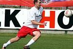 Karel Vrabec oblékal taky dres FK Jablonec. Neodmítl ale nabídku a začal hrát v Německu. A hraje dodnes. Na tréninky několikrát týdně dojíždí.