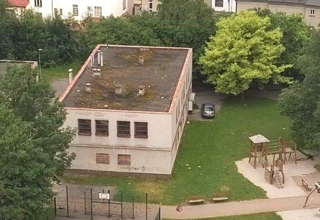 Nevzhledný opuštěný výměník, kde před více než dvaceti lety sídlila iprádelna, se do konce příštího roku promění vmoderní knihovnu smultifunkčním sálem.