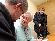 Johanna Kammerlander se soudí o majetek již dlouhé roky. Na snímku z roku 2008 u semilského soudu