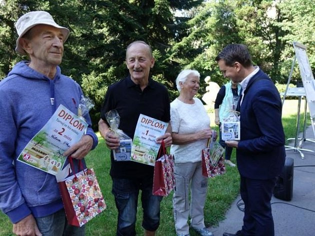 Více než tři desítky seniorů se utkalo vjabloneckém Tyršově parku ve hře mölkky.