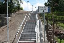Nové schody k vlaku