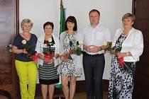 Pozvané učitelky s primátorem Jablonce Petrem Beitlem