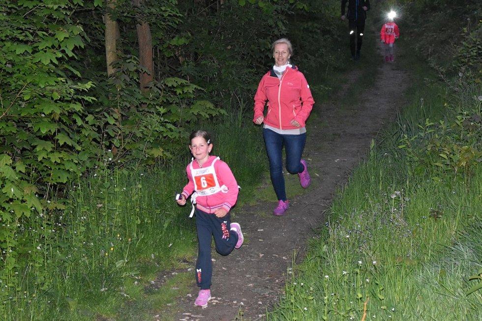 První ročník běhu s čelovkami si mohli vyzkoušet v Železném Brodě. Na děti i dospělé účastníky čekaly v cíli medaile, diplomy a dárkové balíčky.