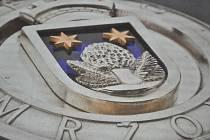 Poprvé insignii prezentovali na veřejnosti 20. prosince při akci Vánoční pohoda. Na Zámečku v centru města byla uspořádána vernisáž, kde byly k vidění všechny návrhy studentů jablonecké Střední uměleckoprůmyslové a Vyšší odborné školy.