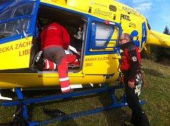 Převoz pacienta vrtulníkem. Ilustrační snímek.