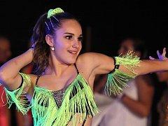 Latina v podání Leony Kordíkové. Do Jablonce nad Nisou na mistrovství republiky míří přes patnáct stovek tanečníků