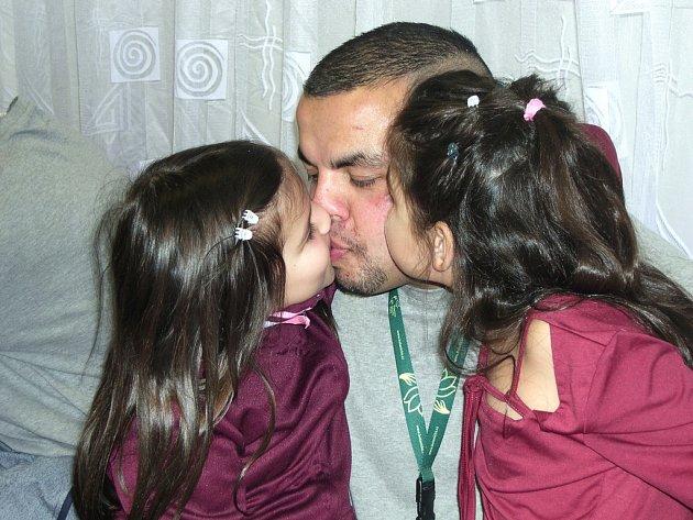 Chvíle s rodinou a především se dvěma dcerami si užil ve Věznici Rýnovice i odsouzený Martin.