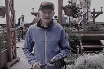 Učitel, ředitel školy, výborný lyžař, trenér mládeže a komentátor lyžování, to je výčet některých činností, které provázely a některé ještě provázejí Jiřího Šimunka z Jablonce.