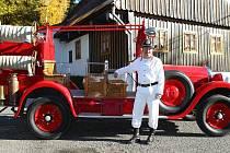 Lučanský hasičský vůz Studebaker