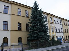 Budova Gymnázia U Balvanu v Jablonci