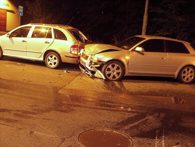 Při pondělní nehodě na jablonecké ulici Liberecká vznikla škoda ve výši 270 000 korun.