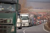 Ministerstvo chce kamionům zakázat vyjíždět v pátek a v neděli
