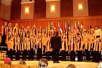 Neočekávaně velkým úspěchem skončila účast jabloneckého sboru ZUŠ Iuventus, gaude! na festivalu.