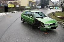 Podnapilý boural ve městě, auto nechal na ulici a utekl Železný Brod.