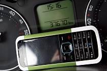V Jablonci lze platit parkovné přes mobil.
