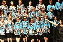Zlatá slavice Lucie Bílá zpívala letos s jabloneckým Dětským pěvecký sborem Vrabčáci už popatnácté.