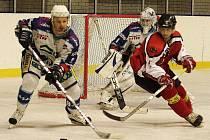 Až třetí zápas prvního kola play-off 2. ligy rozhodne o postupujícím do dalších bojů. Českolipští hokejisté prohráli doma s Jabloncem 4:8.