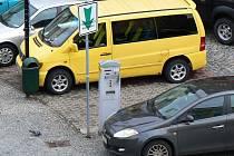 Po několika letech dojde v Jablonci ke zdražení parkování v rozšířeném středu města. Nový ceník za stání motorových vozidel na místních komunikacích schválili ve čtvrtek 12. března jablonečtí radní.