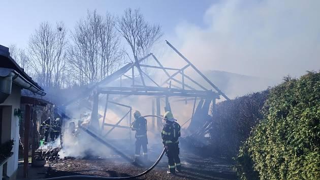 Plameny kompletně zachvátily stodolu v Dolní Sytové