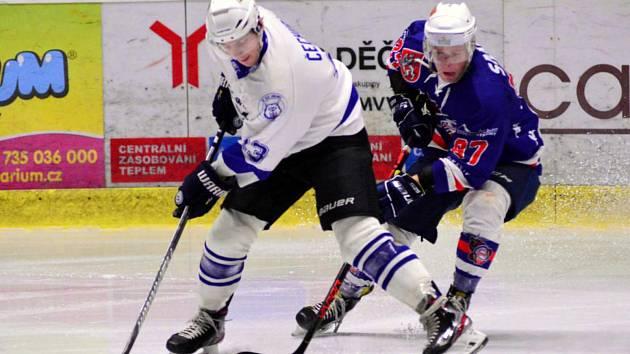 I když na ledě Děčína byli favoritem domácí, velký rozdíl ve výkonu obou týmů vidět nebyl. A jablonečtí Vlci měli k vítězství blízko.