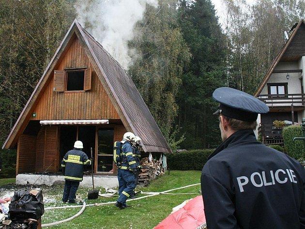 Požár chaty. Ilustrační snímek.