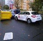 V Libereckém kraji dosahuje síla větru orkánu. Na českolipském sídlišti kontejnery poškodily zaparkovaná vozidla.
