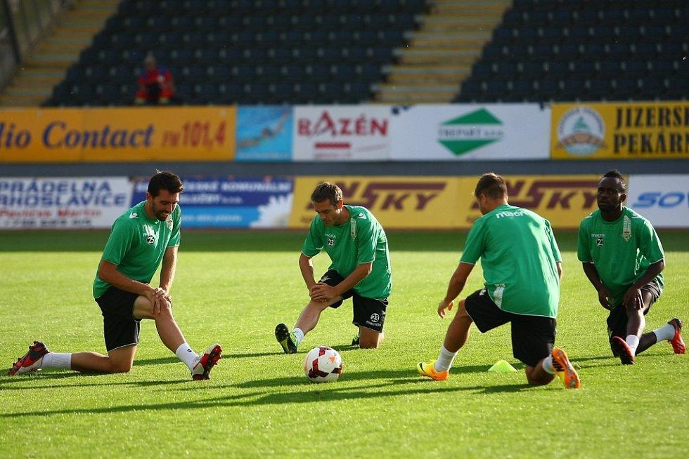 Trénink Španělů na Střelnici před utkáním s Baumitem.