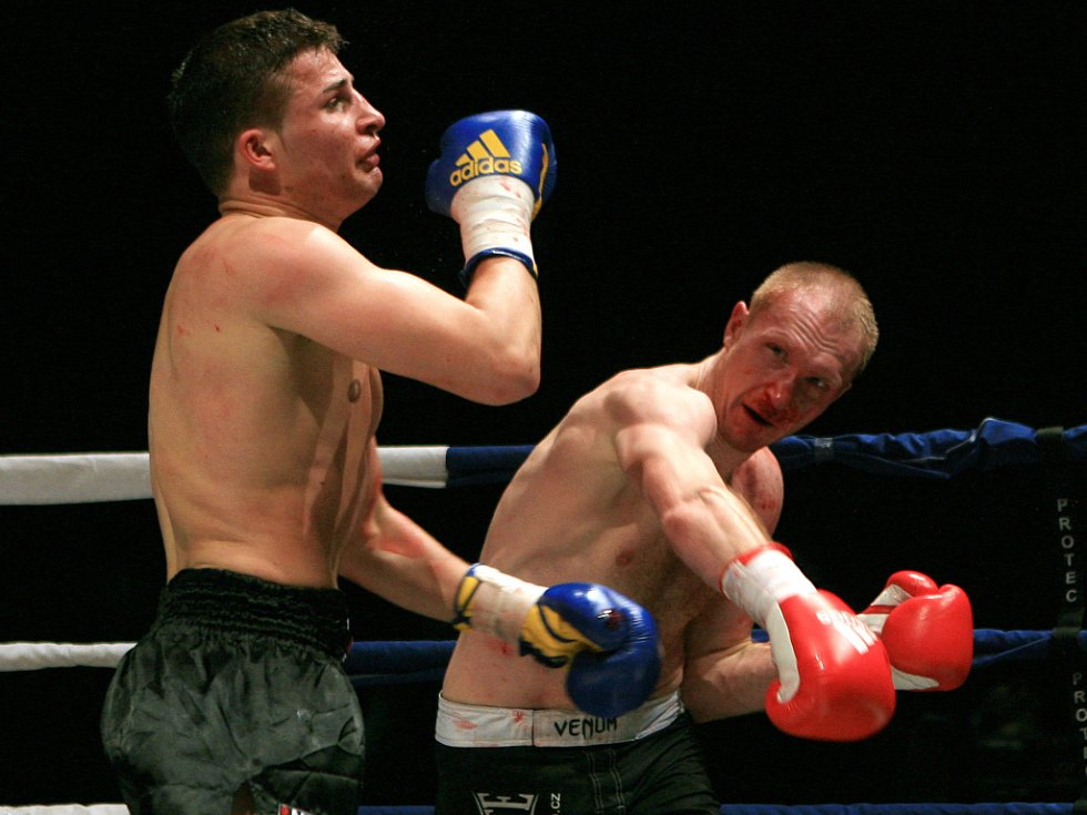 Night of Warriors v Liberci. Jan Fendrich z Jablonce (vpravo) proti Maxu Baumertovi z Německa.