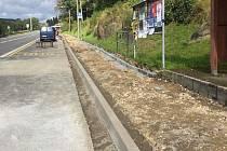 V Loužnici probíhá rekonstrukce chodníků.