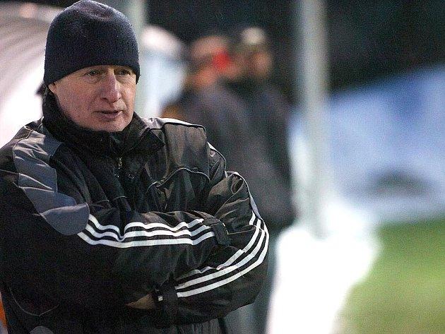 Zamyšlený trenér Desné Zdeněk Bryscejn