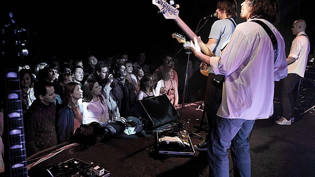 Skupina Chinaski koncertovala v jabloneckém klubu Woko.