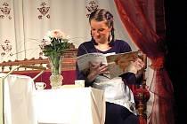 Divadelní soubor J. K. Tyl Josefův Důl uvádí společenskou veselohru Olgy Scheinpflugové Houpačka v úpravě a režii Karla Stuchlíka.