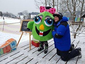 Ve skiareálu Severák v Jizerských horách na sobotu pro malé lyžaře i nelyžaře připravila SKI Bižu Dětský den s Jizerkovými.