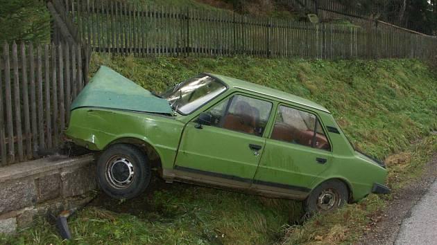Jeden z vraků mohly řidiči vidět nějakou dobu stát směrem z Jablonce na Janov nad Nisou.
