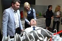 Otevírání nového pracoviště dentální hygieny Michala Kality v Jablonci se zúčastnil i primátor Petr Beitl.