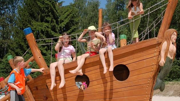 Velkou radost udělaly především dětem nové prolézačky, kde si mohou hrát.