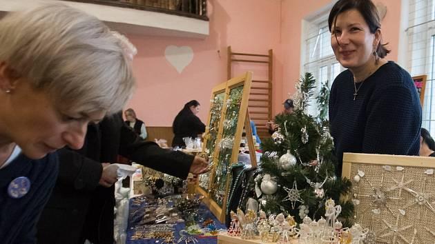 Vánoční trhy ve Bzí u Železného Brodu.