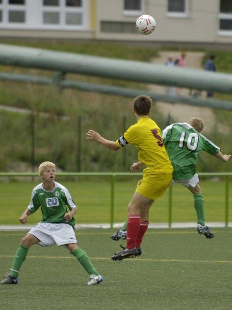 Jablonečtí fotbalisté na domácím turnaji neoslnili. Ze skupiny do finálových bojů nepostoupili a bojovali ouze o konečné sedmé místo.