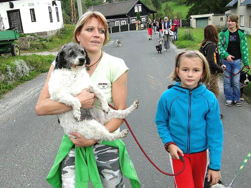 Podzimní psí putování Po stopách Dášenky na Bramberk.